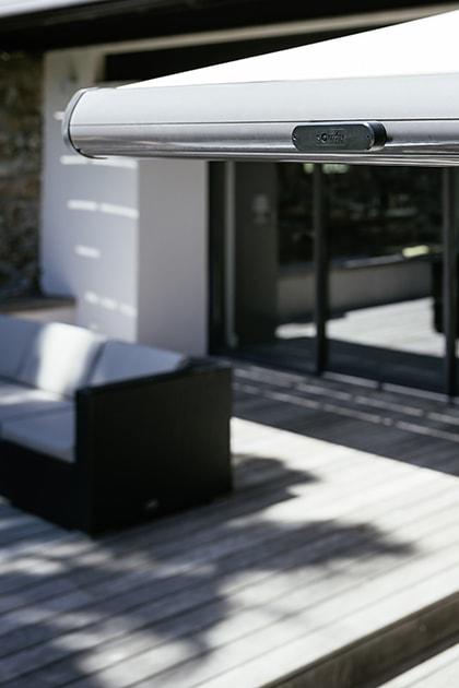Stang Voor Zonnescherm.Zonwering Terras Vind Je Bij Smart Home Specialist Somfy
